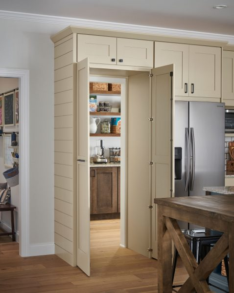 Walk In Pantry Schuler Cabinetry At Lowes
